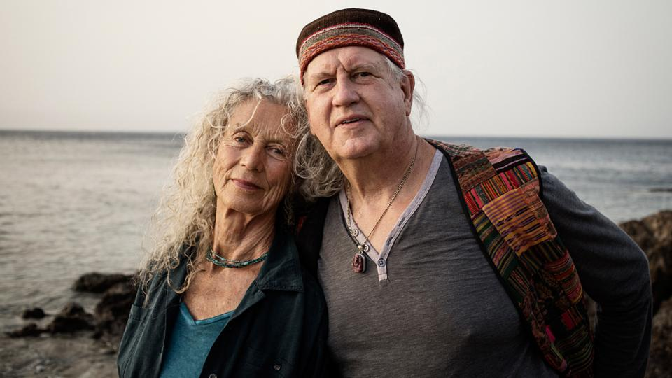 Picture of Angela Farmer together with Victor van Kooten at the Eftalou Beach in Molyvos on the island Lesvos.